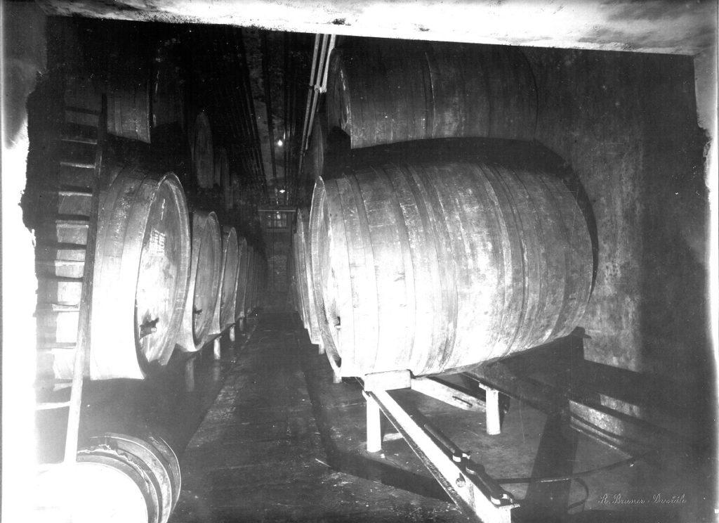Ležácký sklep - dřevěné ležácké sudy